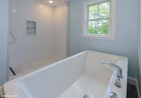 master-bathroom-tub